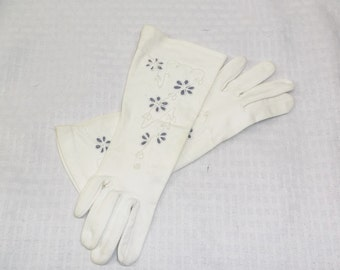 1940s Vintage White Cotton Gloves with Blue Flower Embroidery Lady Gay Size 6 Small