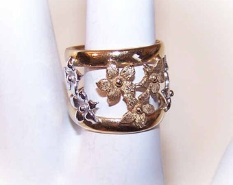 Vintage ITALIAN 14K Gold Fashion Ring - Lovely Band of Florals