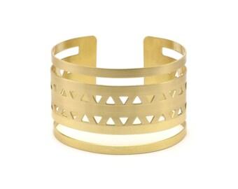 Triangle Bohemian Bracelet - 2 Raw Brass Triangle Textured Cuff Bracelet Blanks Bangles with Two Stripes (40x152x0.80mm) V015