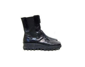 Black Leather Donald Pliner Boots Tractor Sole Ankle Boots Zip Up Modern Chelsea Boots Chunky Heels Goth Sporty Boots Womens size 9