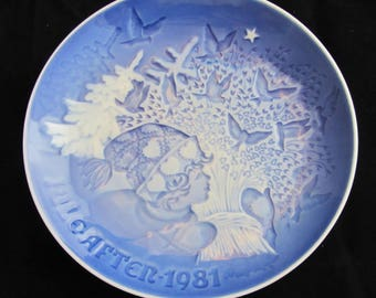 """Bing and Grondahl Blue and White Christmas Plate """"Christmas Peace"""" 1981 Vintage Danish Porcelain"""