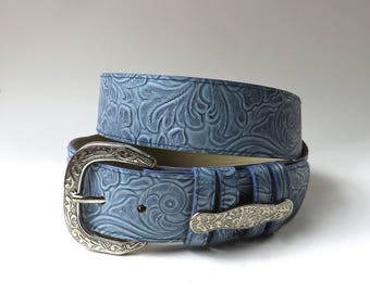 Blue vintage Floral Faux Leather Tooled Belt with Ornate Silver Metal Buckle / Boho Faux Tooled Leather Belt / Vegan Tooled Leather Belt
