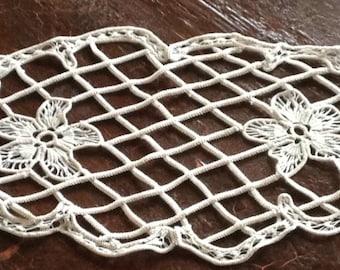Unusual crocheted lace work, flowers, criss cross pattern, Armenian, Romanian lace