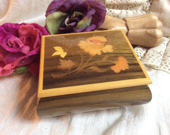 Vintage small made Italy music box, Reuge wind up wooden music box, 'Fascination' wind up lacquered music boc