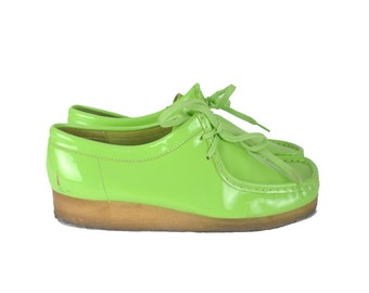 Mens vintage 90s neon green Clark Wallabees shoes / patent leather oxfords / 1990s club kid chunky shoes .. size 9