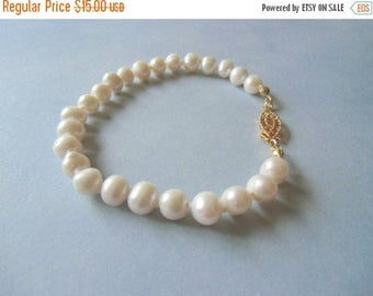 Closing sale White pearls, hand knotted pearl bracelet.