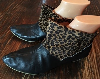 1960s Fabulous HOLIDAY in CALIFORNIA Mod Black Leather Leopard Print Ankle Boots Sz 8 8.5