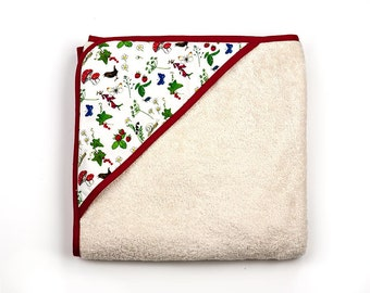 Baby bath wrap in red with flowers, birds and butterflies. Square hooded towel with washmits in organic fabric. Baby gift.