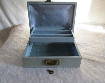Jewelry Box Vintage with key