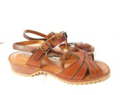 Vintage 1970s 70s Brown T Strap Sandals Shoes - Revelations by New Dimensions Red Carpet Process - Size 7 1/2 WW