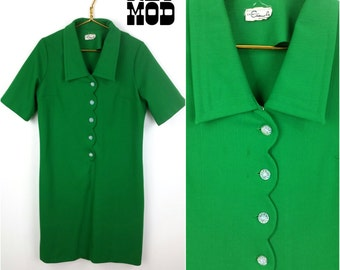 Bright Kelly Green Vintage 60s Mod Shift Dress with Shiny Cute Buttons!