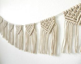 Macrame Wall Hanging / Macrame Bunting / Bohemian Wedding / Bohemian Decor / Macrame Garland / Boho Wedding Decor / Wedding Garland  / 5ft