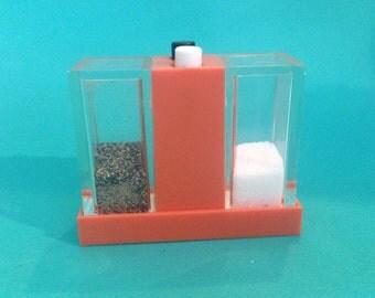 Push Button Salt Pepper Holder