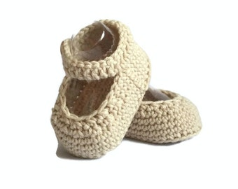 Mary Jane Knitted Baby Shoes in Beige Merino Wool