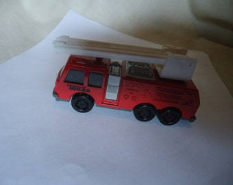 Vintage 1992 Tonka Fire Truck With Ladder, collectable