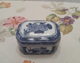 Porcelain Flow Blue White Jewelry Box Trinket Box Keepsake Box Ring Box Gift Box - Made in China
