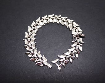 Trifari Classic Silver Tone Bracelet - Linky Signed Crown Trifari Bracelet - Crescent Shaped Leaves - Vintage 1960s 1970s Link Style Design