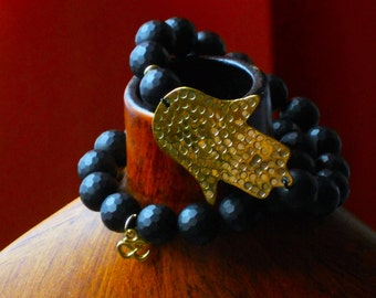 BLO16913 Content Matte Faceted Onyx Bracelet with Hammered Brass Hamsa Hand