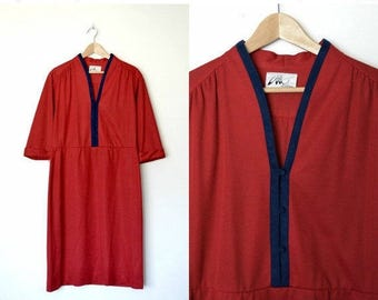 HUGE SPRING SALE Vintage 80s red dress Navy trim around collar and has buttons down to waist Fold over sleeves Plus size / size X-large
