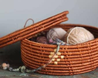 vintage round woven lidded basket / 1970's