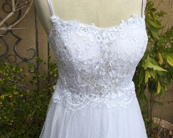 A vintage 1980s sheer lace spaghetti straps tiered tull wedding formal cocktail dress size XS S