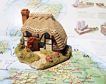 Miniature Cotswold Cottage by Lilliput Lane / Strawberry Cottage/ English  Collection 1990/English Collectible