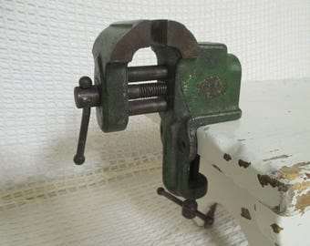 Vintage Cast Iron Vise - Workbench Vise - Industrial Decor - Studio Decor - Old Green Paint