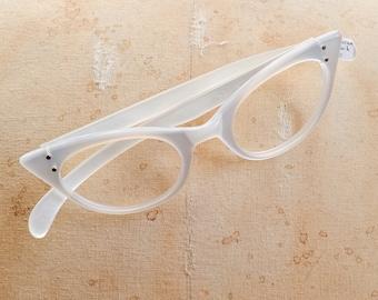 1950s White cat eye spectacle frames / 50s deadstock eyeglasses