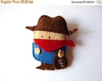 Western bandit, cute wool blend felt brooch or bag charm, cowboy party boys jewelry, custom colour option, gift for him, stuffed toys