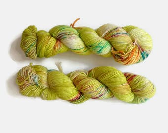 "Speckled merino single ply hand dyed yarn - 100% superwash merino, The Special One base - Colourway ""El jardincito"""
