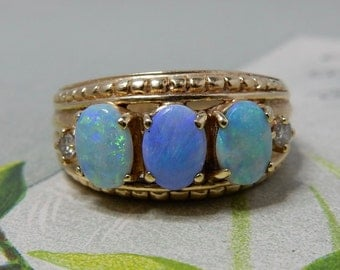 14k Yellow Gold and 3 Opal Size 9 Ring 7 grams  NDQ42