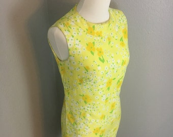 Vintage 1960s Spring sunny yellow floral mod shift dress sz S Small