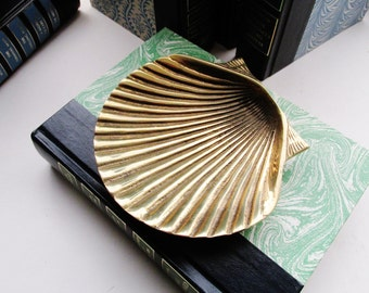 Hollywood Regency Brass Clam Shell Catchall, Brass Tray, Palm Beach Chic, Business Card Holder, Brass Decor, Cottage Beach