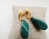 Vintage Green Jade Pendant Earrings, Renaissance Green Stone Drop Clip On Earrings, Dangling Earrings