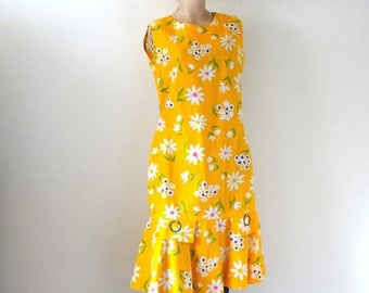 ON SALE 1960s Scooter Dress - mod floral print drop-waist shift - vintage casual wear