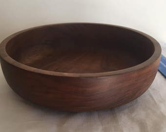 A lovely, vintage hand turned wooden bowl.