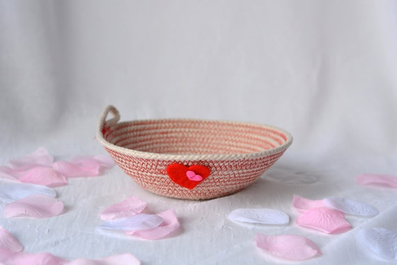 Valentine Gift Basket, Handmade Heart Decoration, Minimalist Clothesline Key Bowl, Red Desk Accessory, Rustic Rope Ring Holder