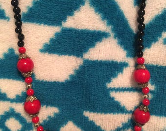 Necklace beaded red Jade & black onyx Silvertone no flaws vintage 80s