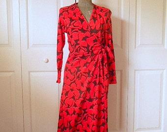 ON SALE........Vintage 70's bold print Wrap Dress