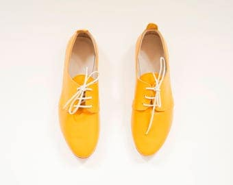 The Oxford Shoes | Leather Flat Shoes in Dark Yellow