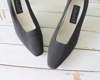 1980s LITTLE BLACK HEELS..size 7.5 womens..kitten heels. stilleto heels. shoes. black heels. mad men. party. fancy. glam. mod. calico.