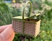 Toto2 Lidded Basket Kit, 1:12 Scale Miniature