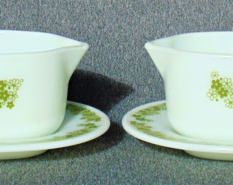 2 Sets Of Gravy Boats With Matching Unattached Under Plates Spring Blossom Crazy Green Daisy Pyrex LIKE NEW