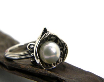 Silver white pearl ring, sterling silver flower ring, rustic band ring size 7 pearl jewelry, gift for her, botanical ring, artisan jewelry
