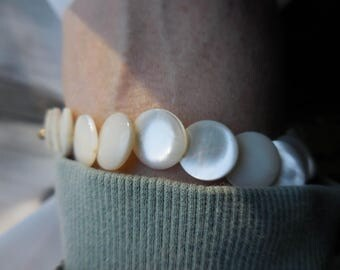 Vintage 1960s to 1970s MOP Bracelet Gold Tone Mother of Pearl Shell Retro Disk Beaded