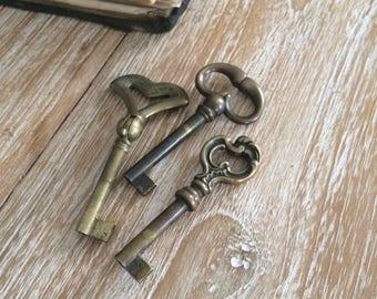 Set of 3 italian vintage keys.