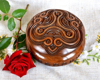Jewelry box Ring box Wood box Wooden box Wedding gifts Wooden boxes Round jewelry boxes Jewellery box Wood carving schatulle Wood boxes B31