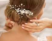 Beach wedding hair accessory. Ivory hair vine. Boho hair vine. Hair vine for bride to be. Boho hair comb. Decorative comb. Weddings wreath.