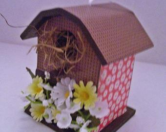 Birdhouse Mini Daisies Decoupaged