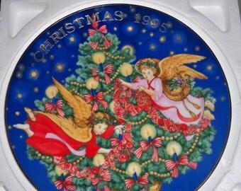 Vintage 1995 Avon Christmas Plate